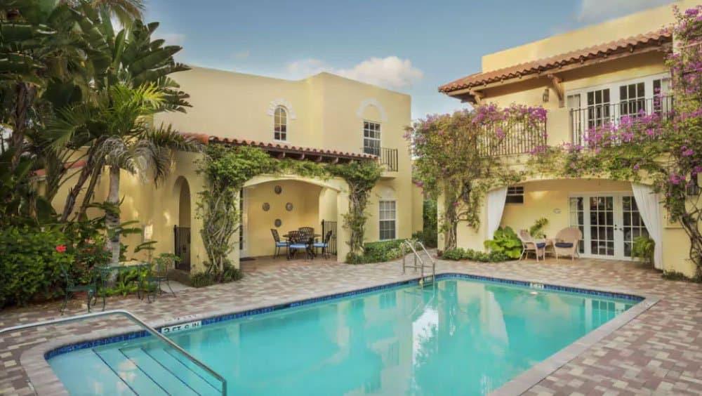 Grandview Gardens pool - Palm Beach Holidays