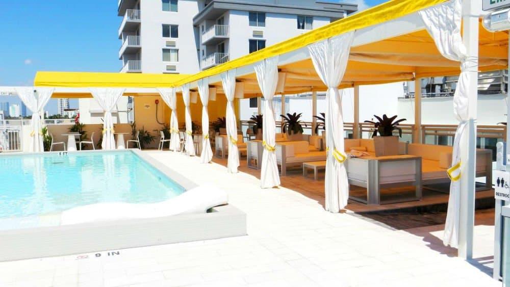 Leslie Hotel pool - Miami Holiday