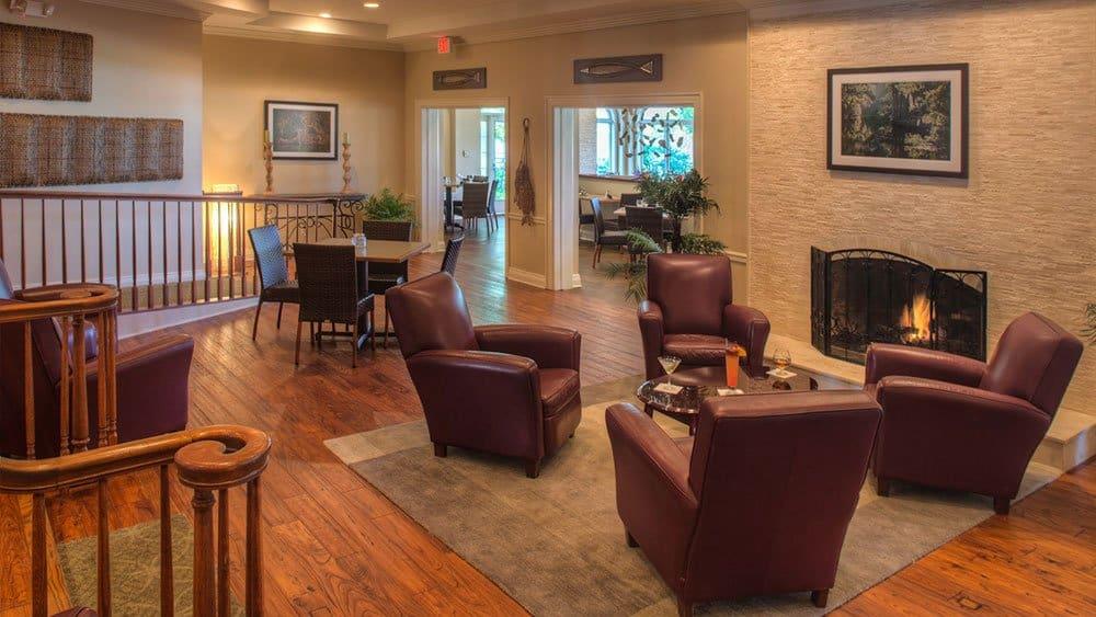 Plantation lounge on Kings Bay Crystal River resort