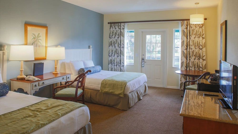 Plantation bedroom on Kings Bay Crystal River resort