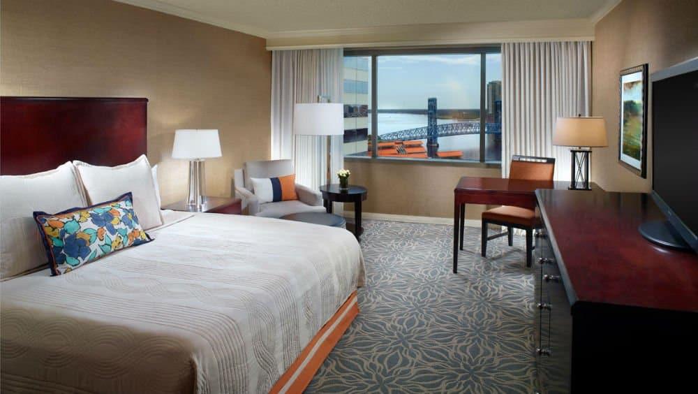 Omni Jacksonville Hotel bedroom in Jacksonville